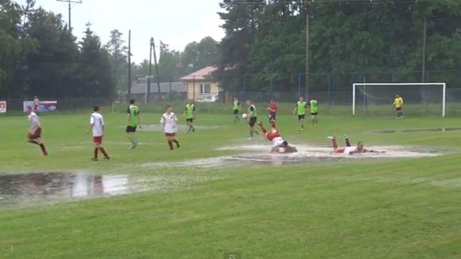 Afgelast regen - Voetbal in Haarlem
