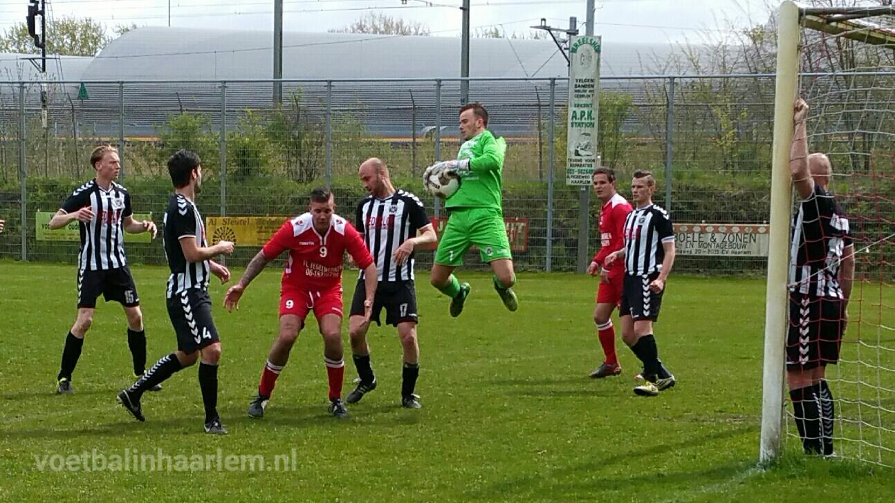 De Brug - IJmuiden - Voetbal in Haarlem