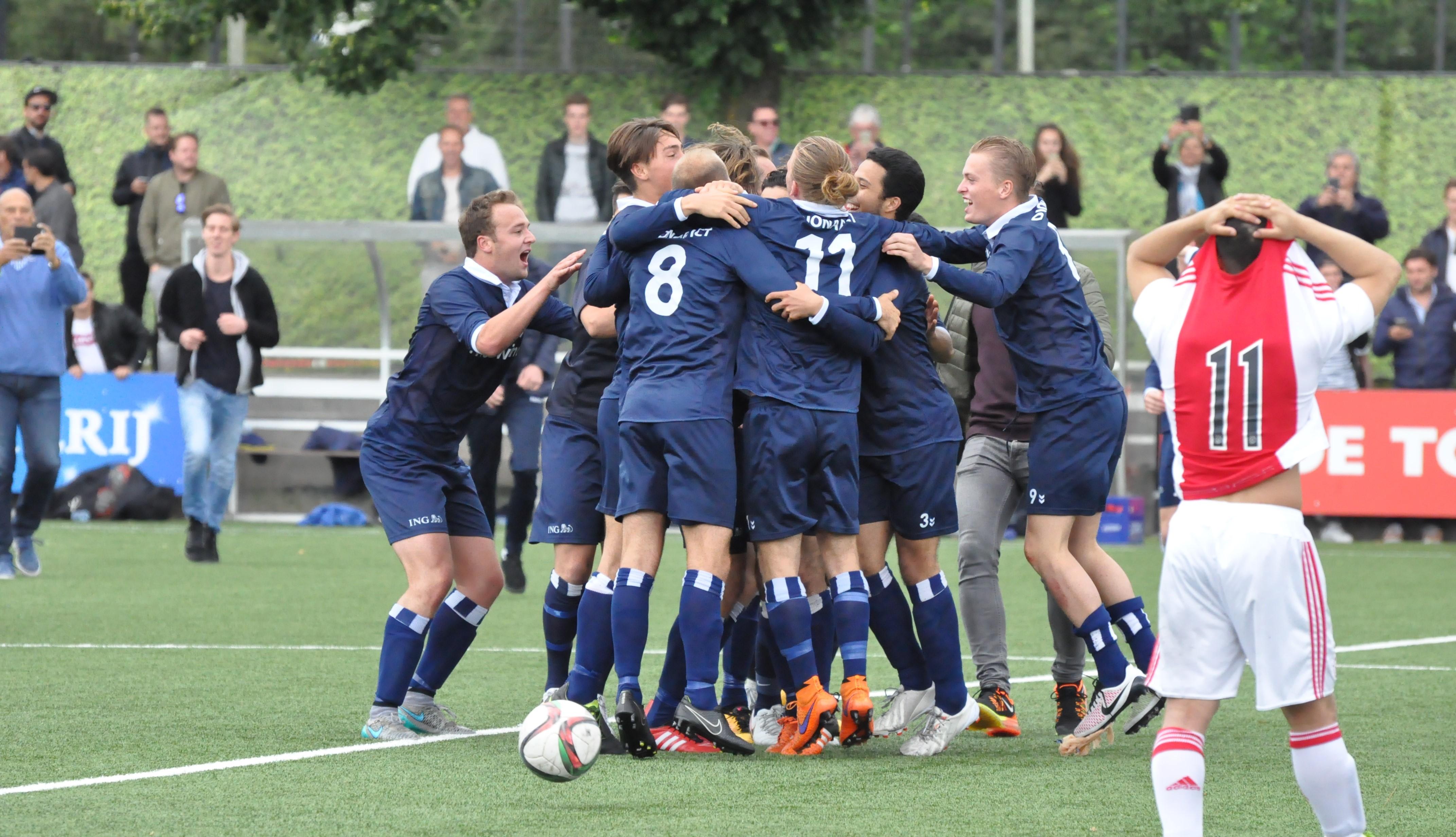 Ajax 2 - Kon. HFC 2 - Voetbal in Haarlem