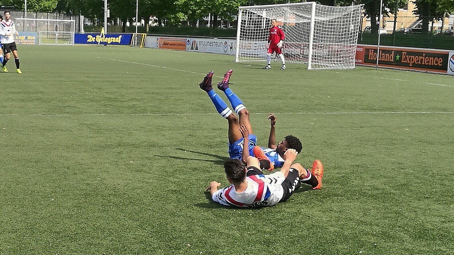 DCG - United/DAVO - Voetbal in Haarlem