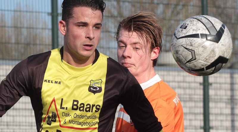 Speelman-Schoten-Voetbal-in-Haarlem