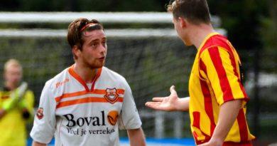 Bloemendaal-DSK-Voetbal-in-Haarlem