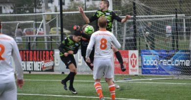 Bloemendaal-UnitedDAVO-Voetbal-in-Haarlem