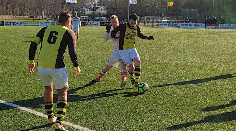 Bloemendaal-Schoten-Voetbal-in-Haarlem