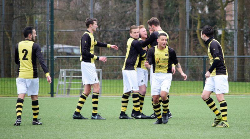 Schoten-VVH-Voetbal-in-Haarlem
