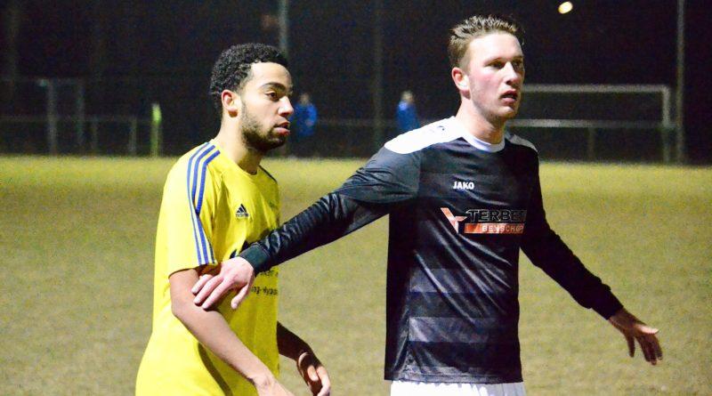 Velsen-Benschop-Voetbal-in-Haarlem (1)