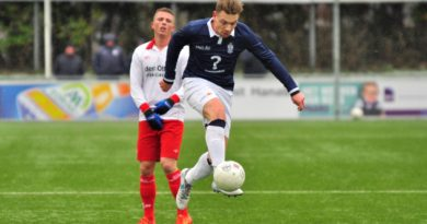 Barendrecht-Koninklijke-HFC-Voetbal-in-Haarlem (7)