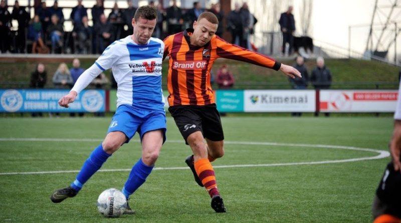 Daniel-Opoku-Voetbal-in-Haarlem