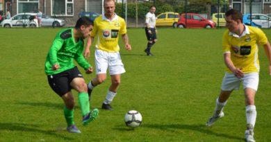 Geel-Wit-Kismet-Voetbal-in-Haarlem (4)