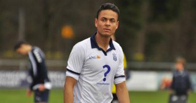 Ilias-Bronkhorst-Voetbal-in-Haarlem (2)
