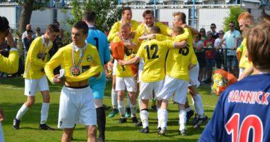 Geel-Wit-Nieuw-Sloten-Voetbal-in-Haarlem (6)