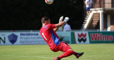 Van-der-Maaten-Telstar-Voetbal-in-Haarlem