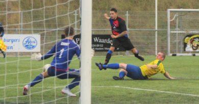 Zandvoort2-Zwanenburg-MidWest-Cup-Voetbal-in-Haarlem