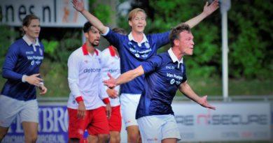 Barendrecht-Koninklijke-HFC-Voetbal-in-Haarlem (6)