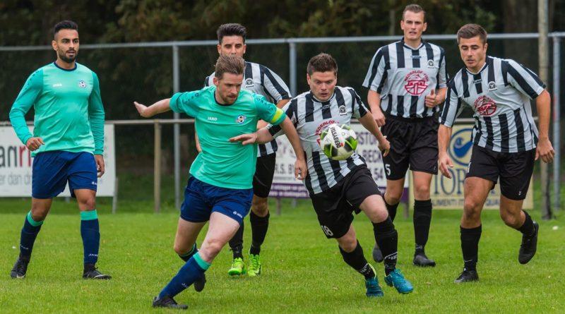 IJmuiden-Overbos-Voetbal-in-Haarlem