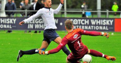Koninklijke-HFC-Kozakken-Boys-Voetbal-in-Haarlem (9)