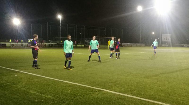 Zwanenburg-Overbos-Voetbal-in-Haarlem