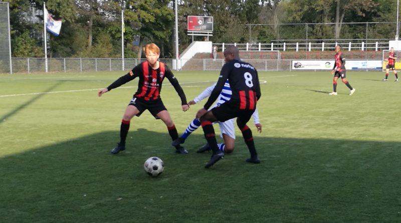 EDO-Blauw-Wit-Beursbengels-Voetbal-in-Haarlem