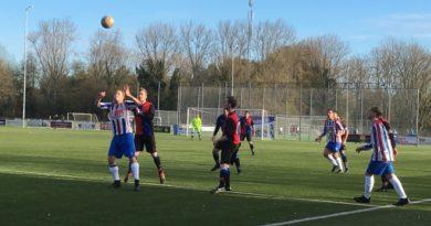 Zwanenburg-VVH-Velserbroek-Voetbal-in-Haarlem