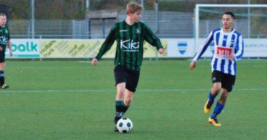 Folkert-de-Vreeze-Voetbal-in-Haarlem