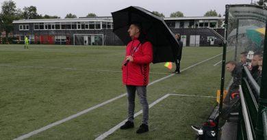 Zwanenburg-Simsek-Voetbal-in-Haarlem