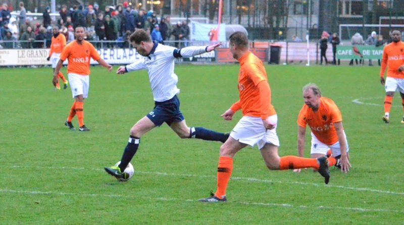 Koninklijke-HFC-Ex-Internationals-KNVB-Voetbal-in-Haarlem