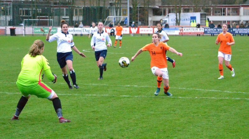 Koninklijke-HFC-Ex-KNVB-Leeuwinnen-Voetbal-in-Haarlem