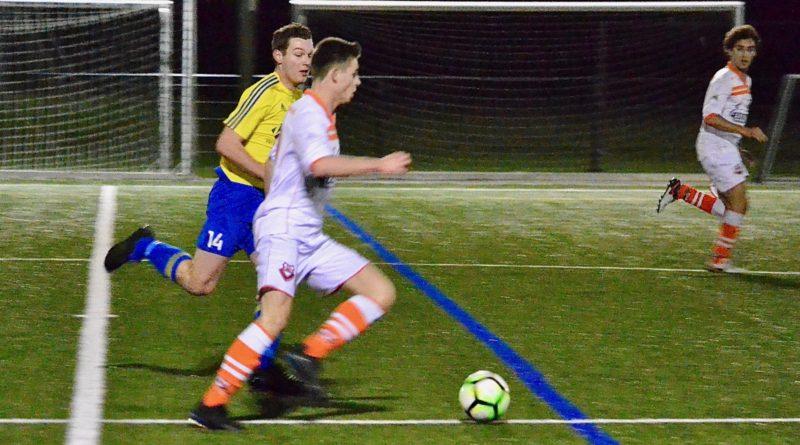 Bloemendaal-Velsen-MidWest-Cup-Voetbal-in-Haarlem
