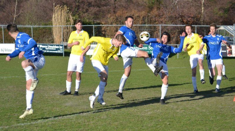 Terrasvogels-Geel-Wit-Voetbal-in-Haarlem