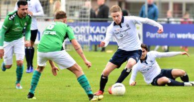 Koninklijke-HFC-Scheveningen-Voetbal-in-Haarlem (12)