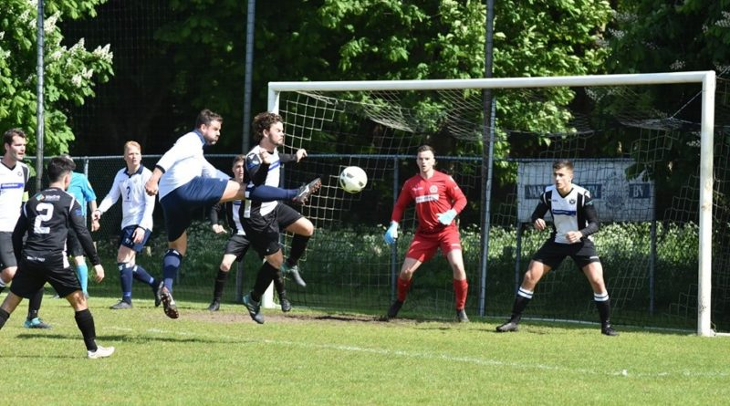 ijmuiden-hfc-voetbal-in-haarlem - Edited