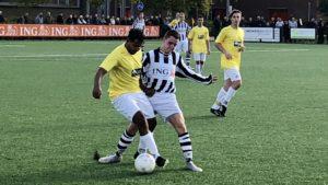 onze-gezellen-geel-wit-voetbal-in-haarlem