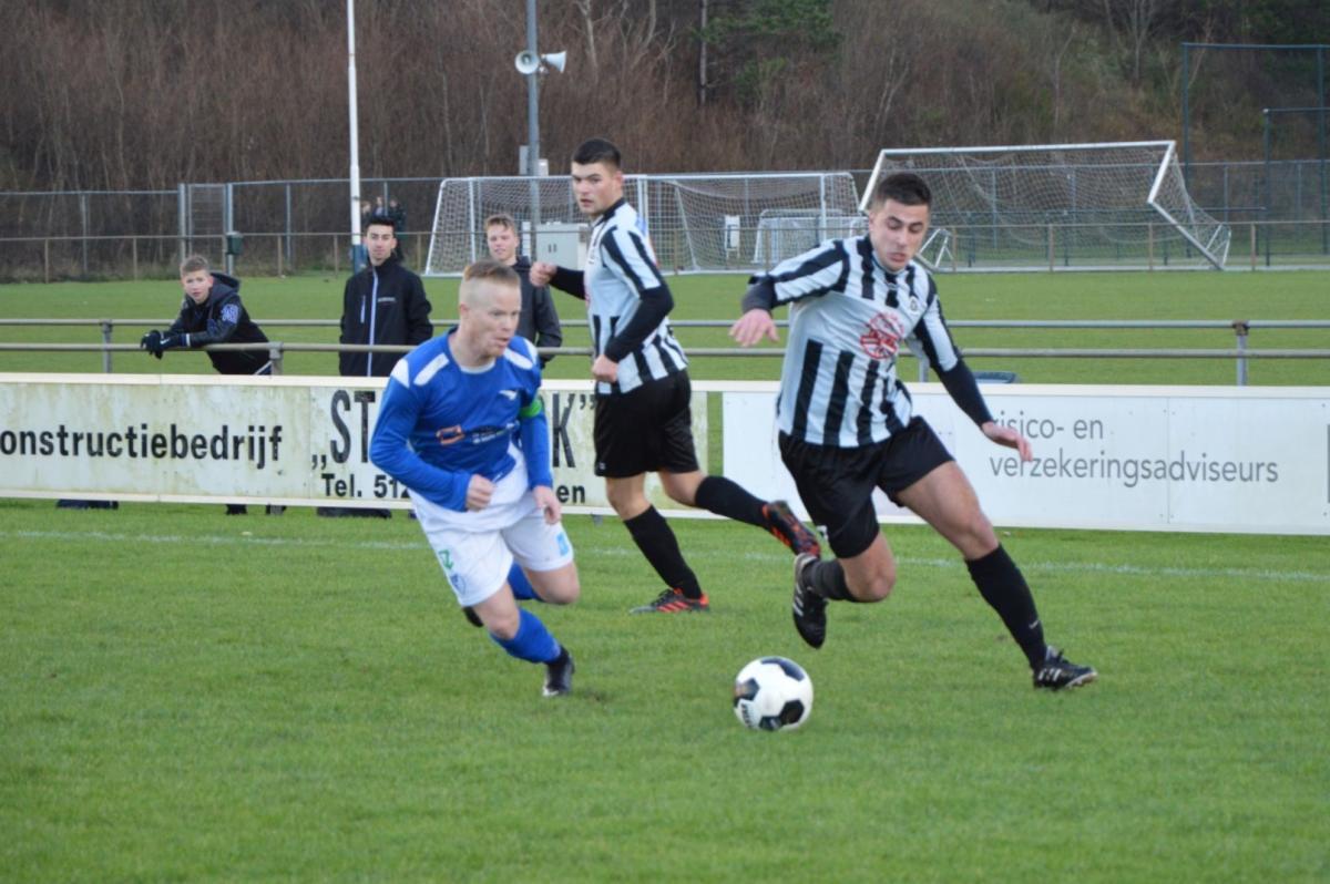 Stormvogels-IJmuiden-Voetbal-in-Haarlem (3)